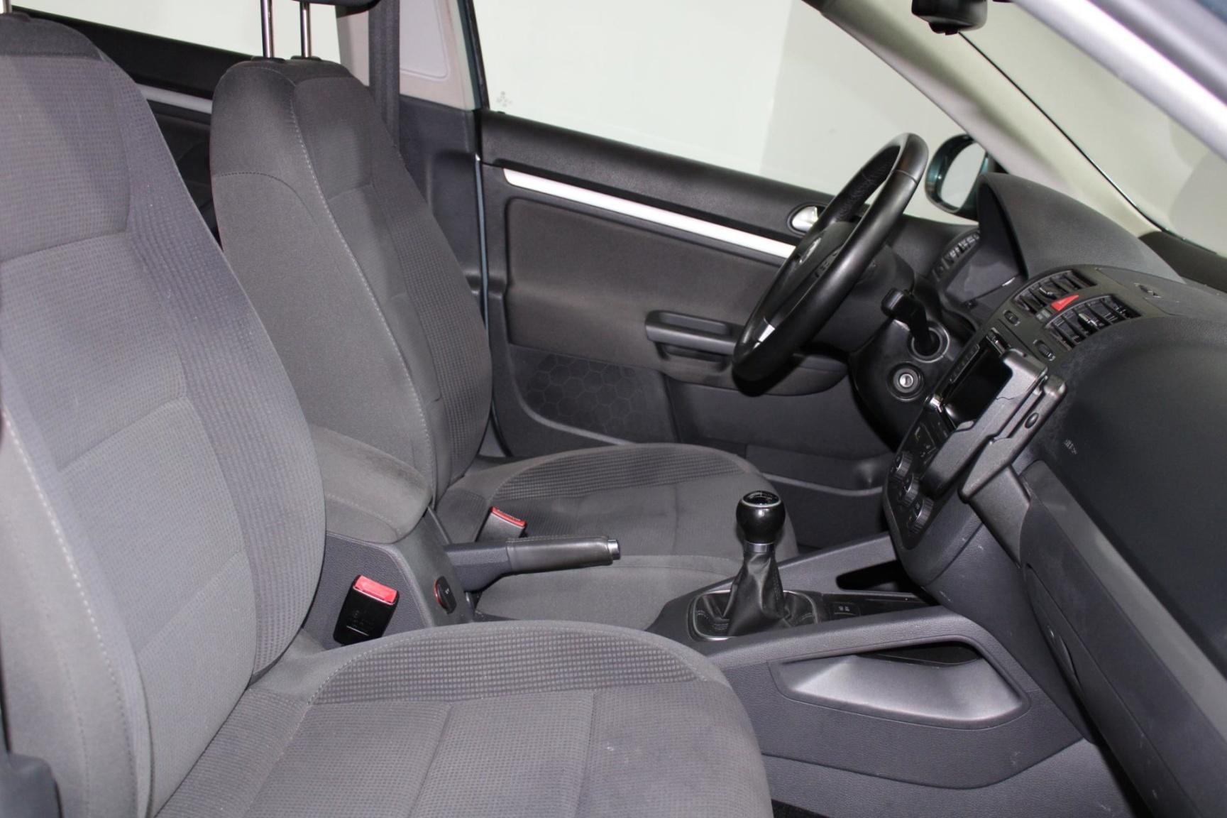 Volkswagen-Jetta-20