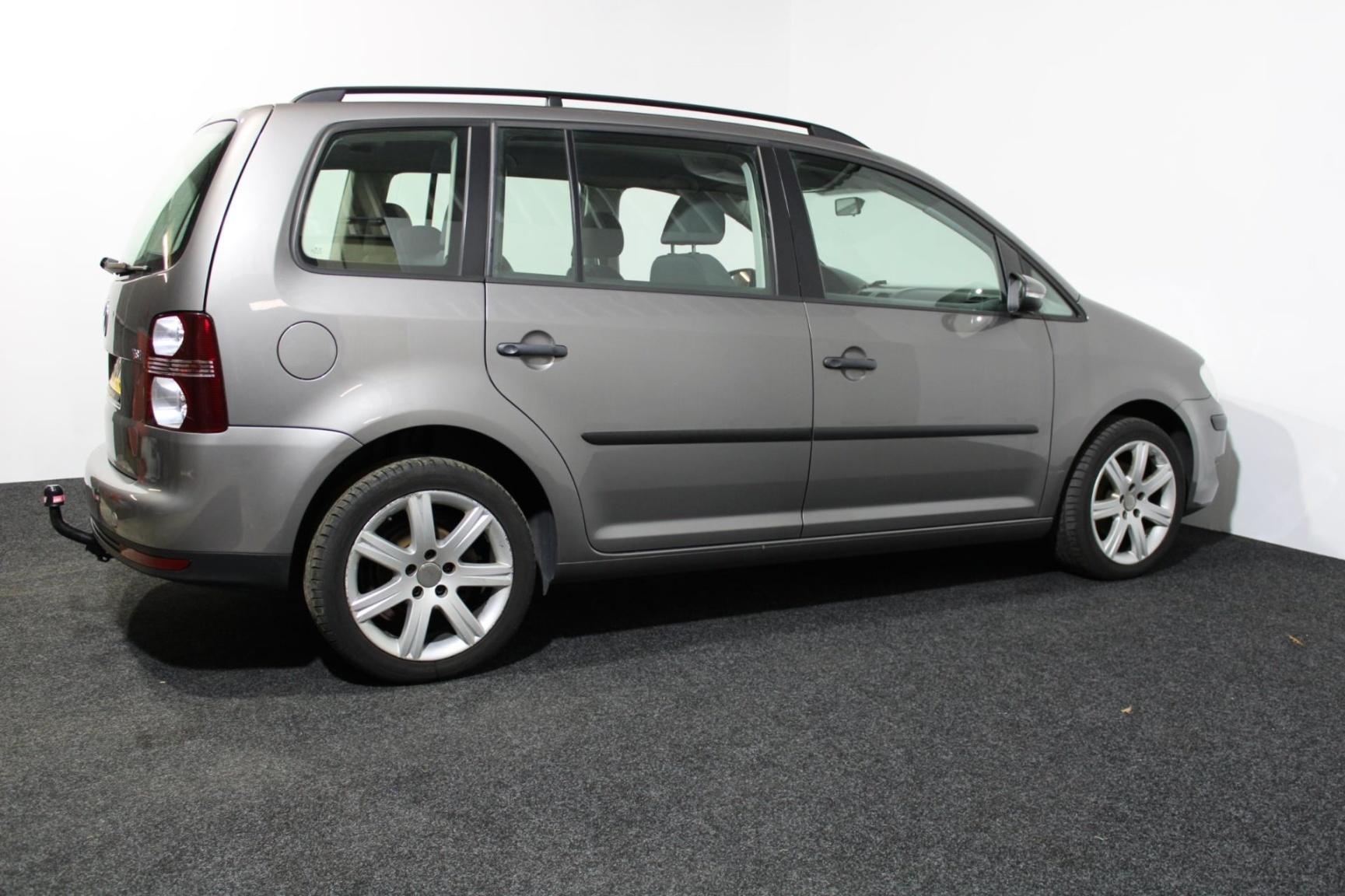 Volkswagen-Touran-28