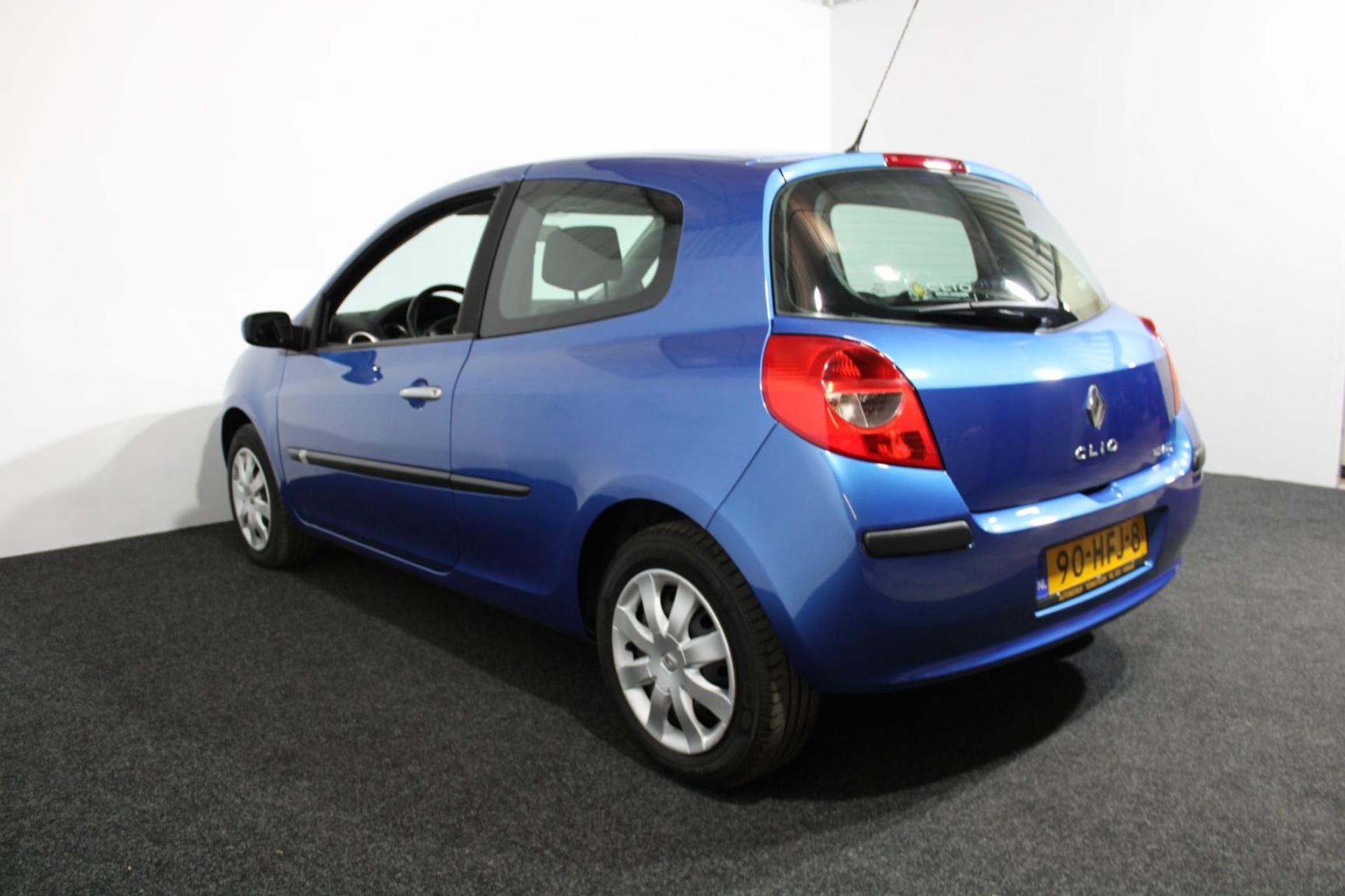 Renault-Clio-24