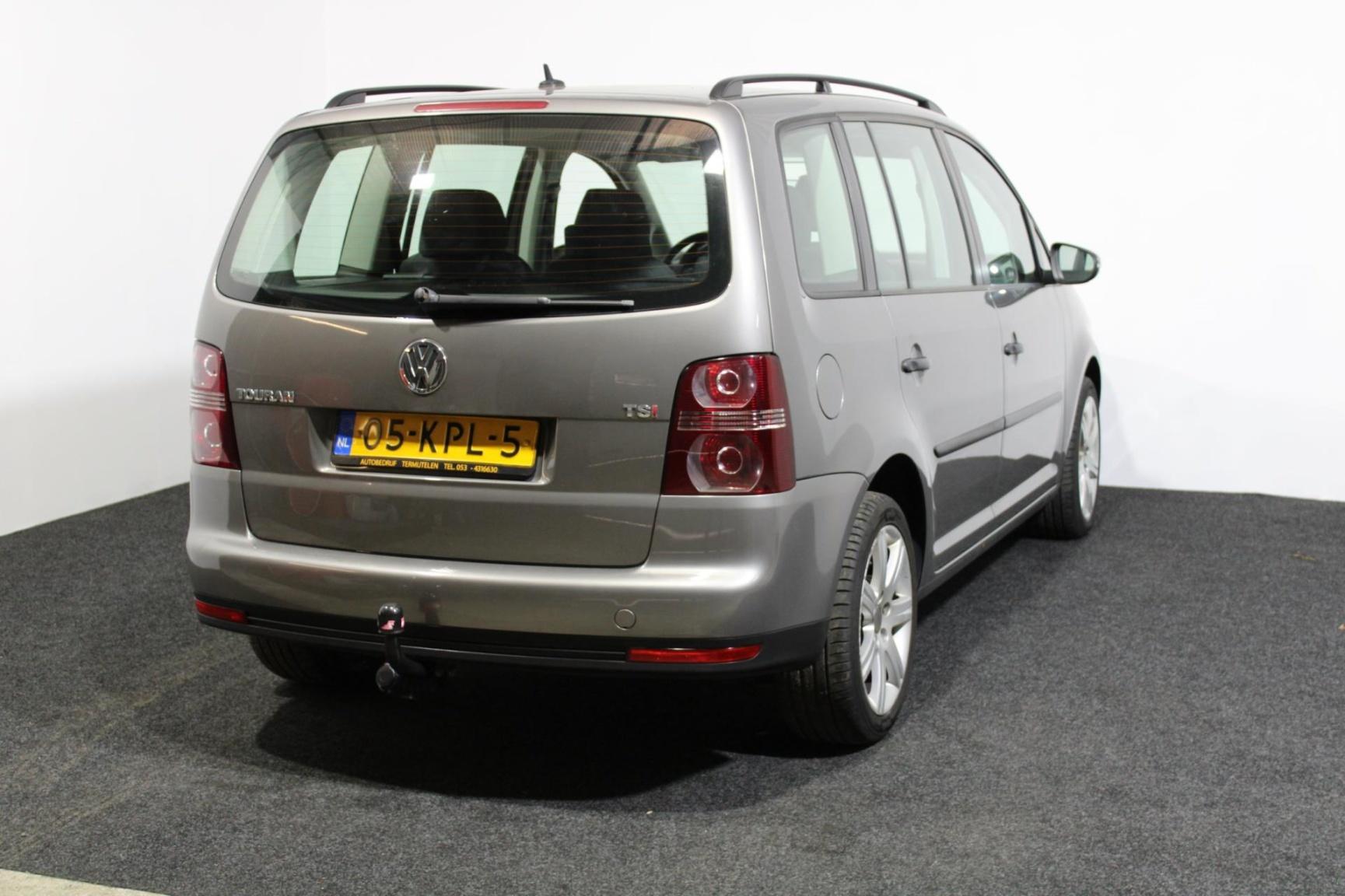 Volkswagen-Touran-26