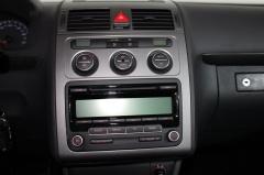 Volkswagen-Touran-13